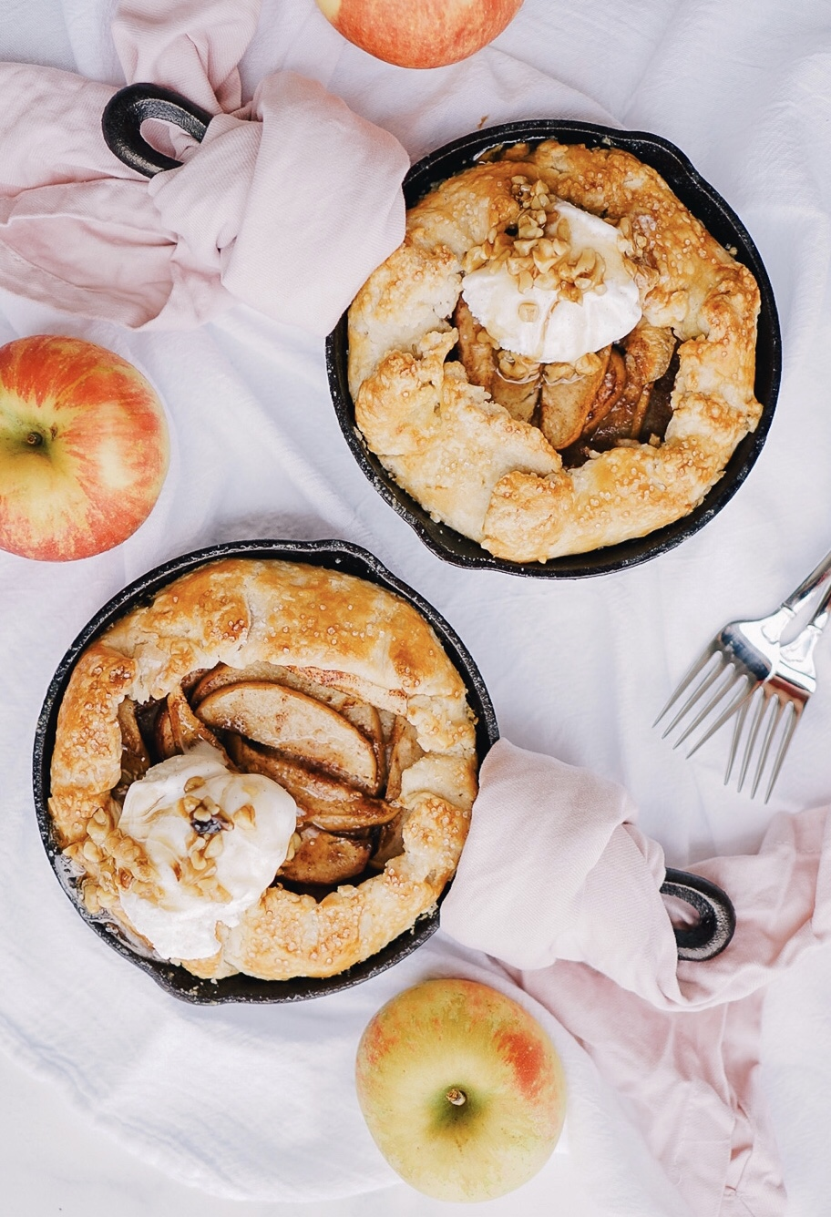 A quick and easy skillet apple pie recipe from Lauren Cermak of the Southern Lifestyle Blog, Going For Grace. This recipe is the perfect addition this Fall!