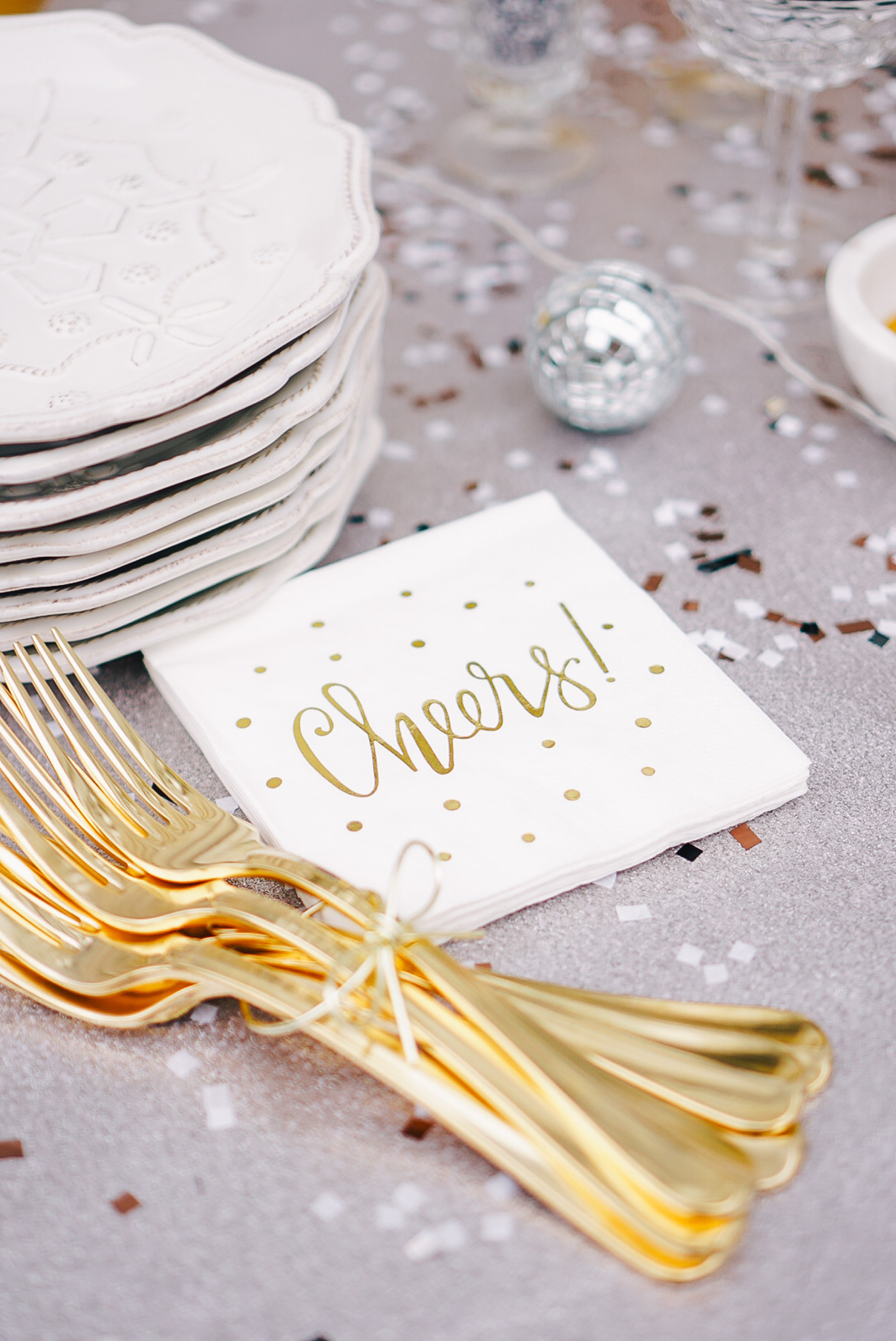 The perfect New Year's cupcake bar party by Lauren Cermak of the Southern lifestyle blog, Going For Grace. What better way to ring in the new year?!