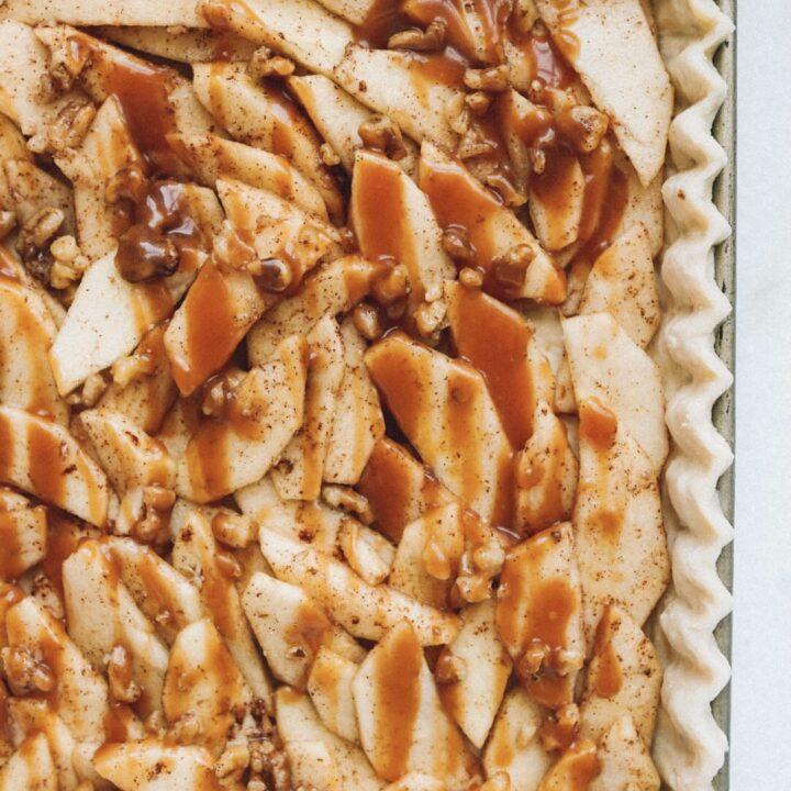 caramel-apple-walnut-slab-pie