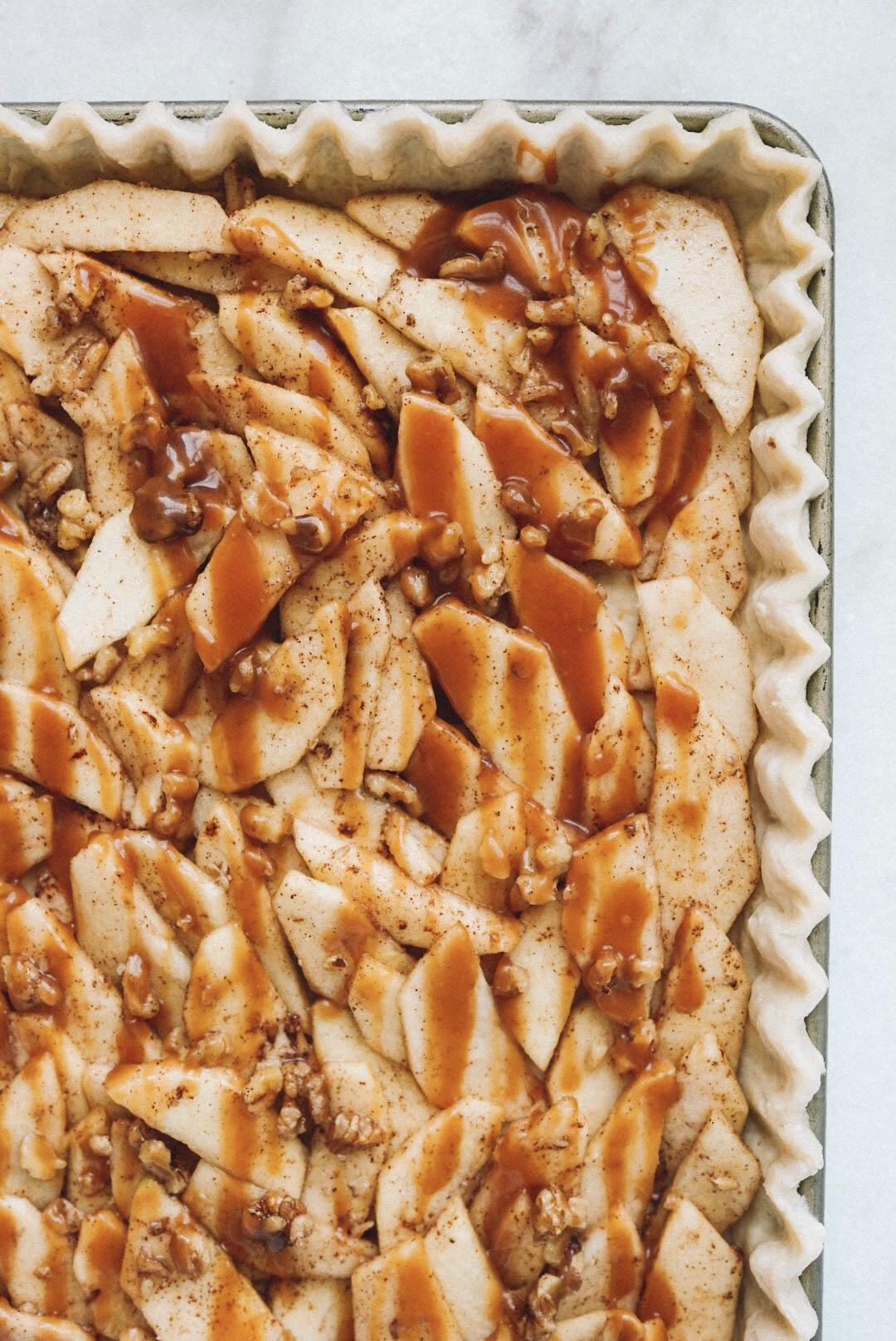 caramel-apple-walnut-slab-pie